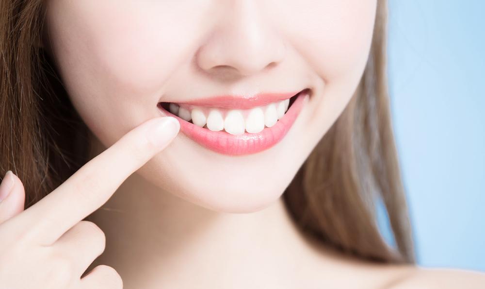 白く美しい口元にしたい方セラミック治療